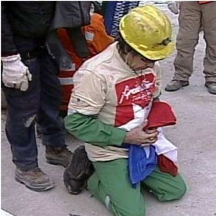 Chilean miner praying. www.cfnews13.com/.../chile-mine-rescue-1013.jpg